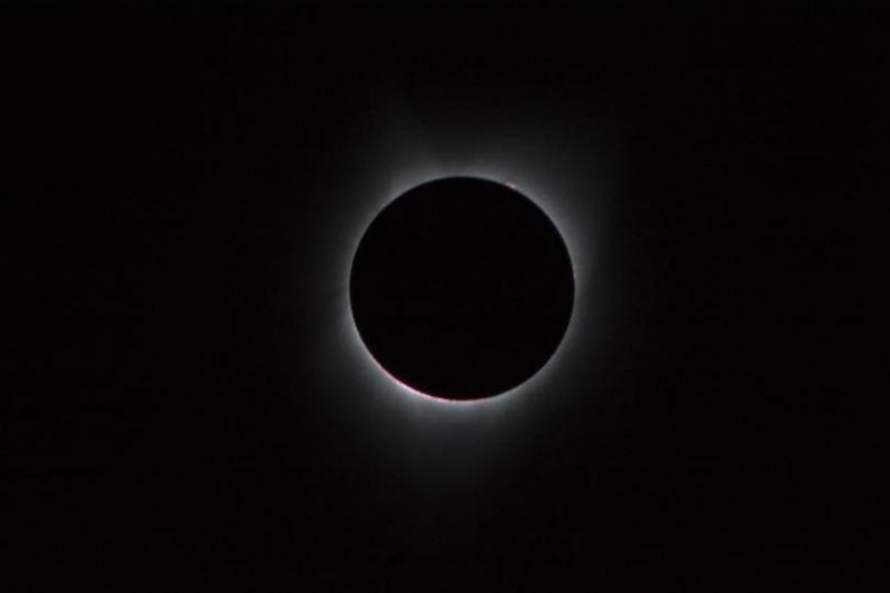 gas around moon eclipse
