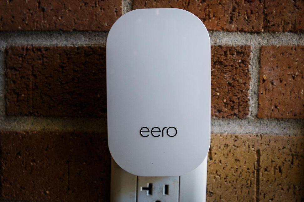 eero-and-eero-beacon-0392-005