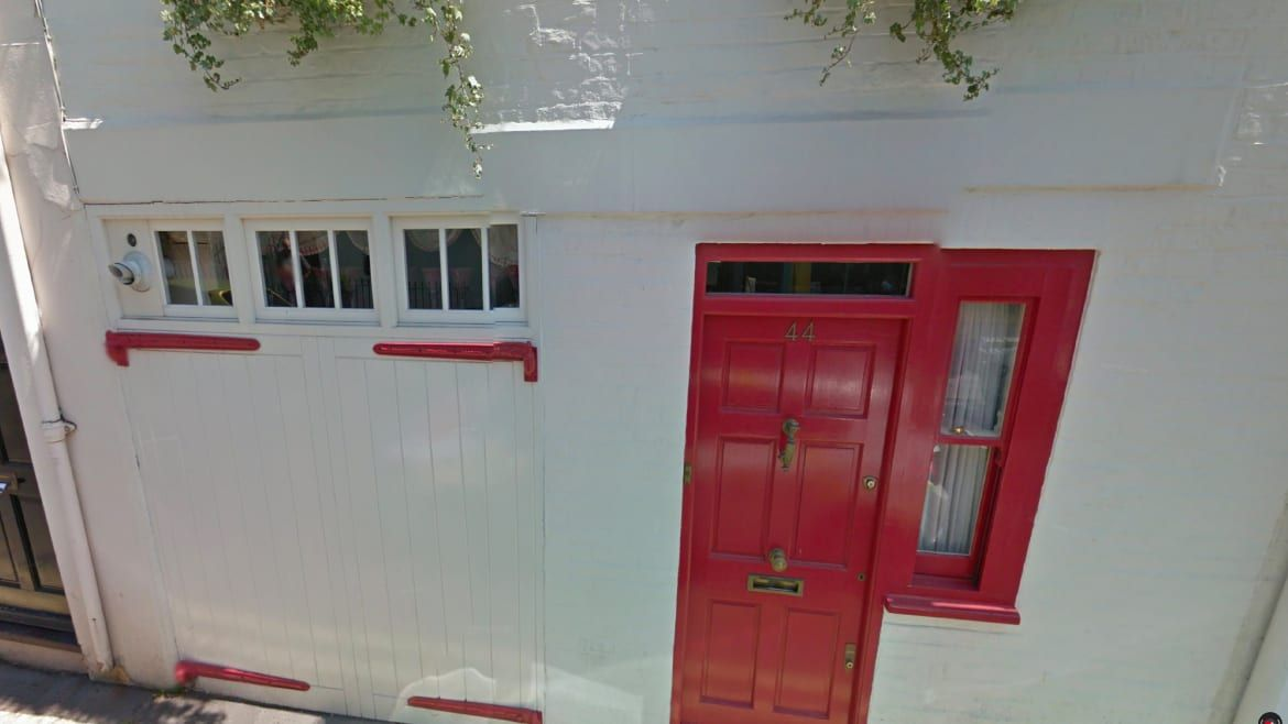"<div class=""inline-image__caption""> <p>A close-up of Ghislaine Maxwell's residence in London</p> </div> <div class=""inline-image__credit""> Google Maps </div>"