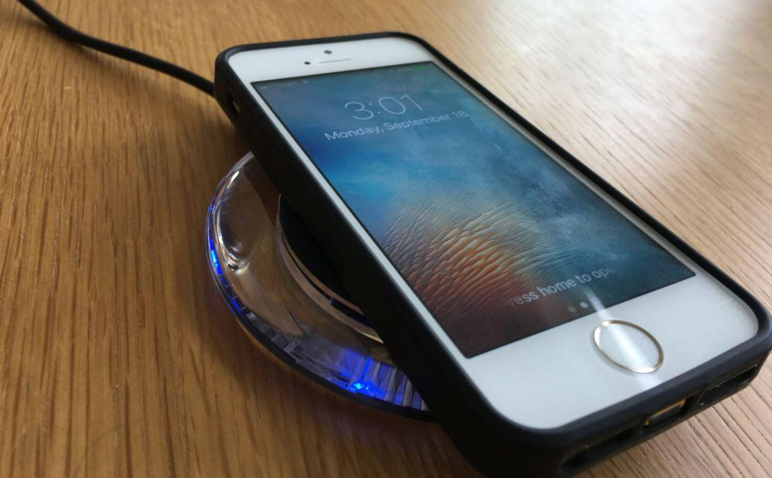 wireless-charging-iphone-5s-in-case