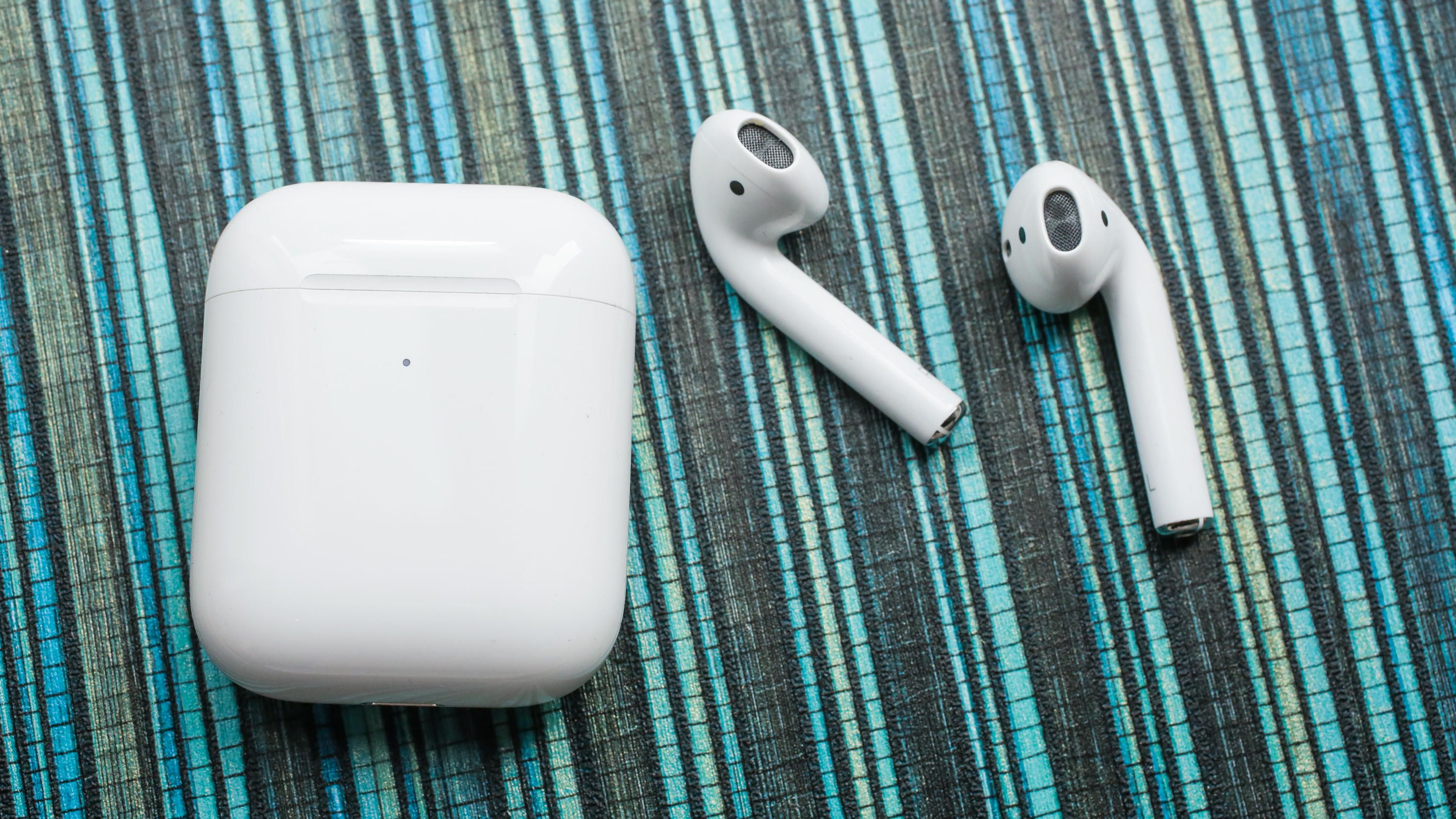 09-airpods-2nd-generation