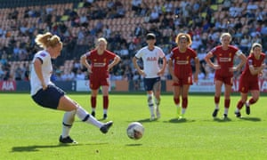 Rachel Furness scores for Spurs.
