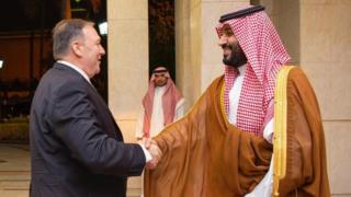 US Secretary of State Mike Pompeo shakes hands with Saudi Crown Prince Mohammed bin Salman in Jeddah (18 September 2019)