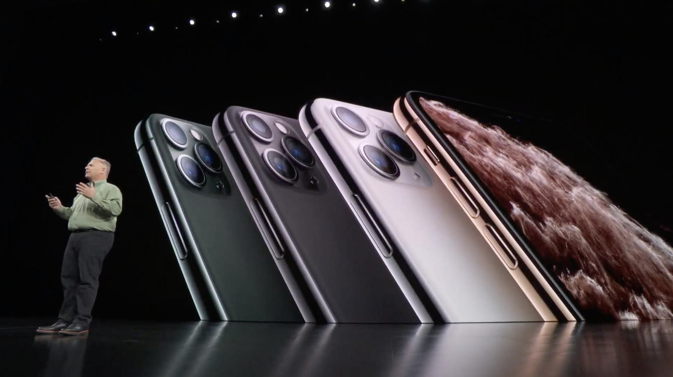 03-iphone-11-pro-at-event
