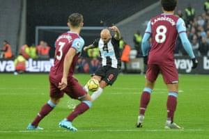 Jonjo Shelvey of Newcastle United scores their third goal.