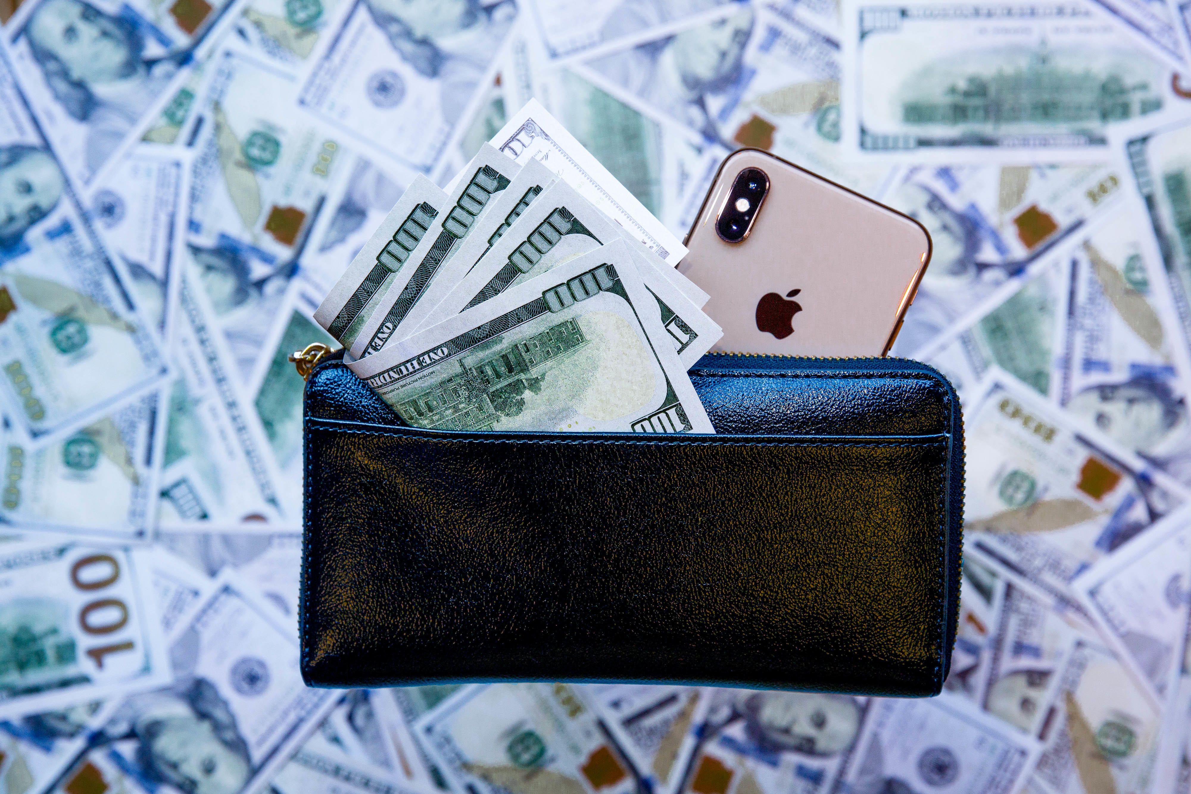 dollars-money-iphone-2