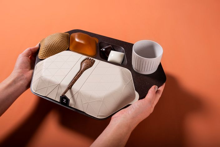 The economy meal tray designed by PriestmanGoode is made frommaterials including coffee grounds and husks, wheat bran, banana leaf and coconut wood. (Photo: PriestmanGoode.)