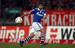 Raúl in action for Schalke in 2012.