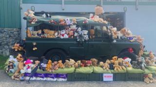 Teddy bears on a truck