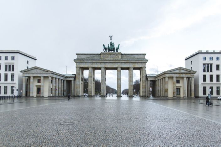 """<span class=""""caption"""">On March 29 in Berlin, the Brandenburg Gate is almost deserted due to restrictions on public life. </span> <span class=""""attribution""""><a class=""""link rapid-noclick-resp"""" href=""""https://www.gettyimages.com/detail/news-photo/march-2020-berlin-the-brandenburg-gate-is-almost-deserted-news-photo/1208504360?adppopup=true"""" rel=""""nofollow noopener"""" target=""""_blank"""" data-ylk=""""slk:Getty/Carsten Koall/picture alliance"""">Getty/Carsten Koall/picture alliance</a></span>"""
