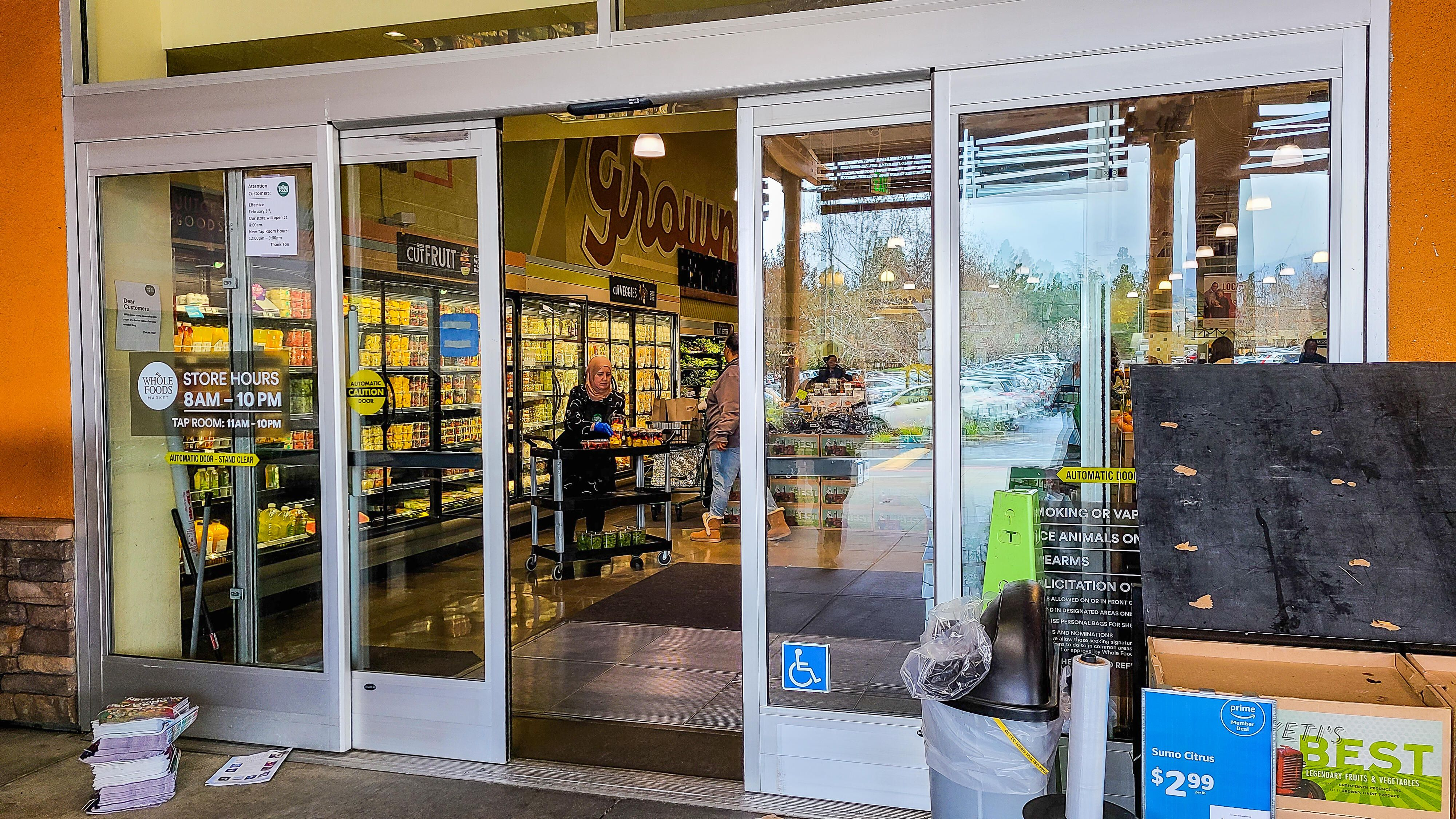 grocery-store-automatic-door