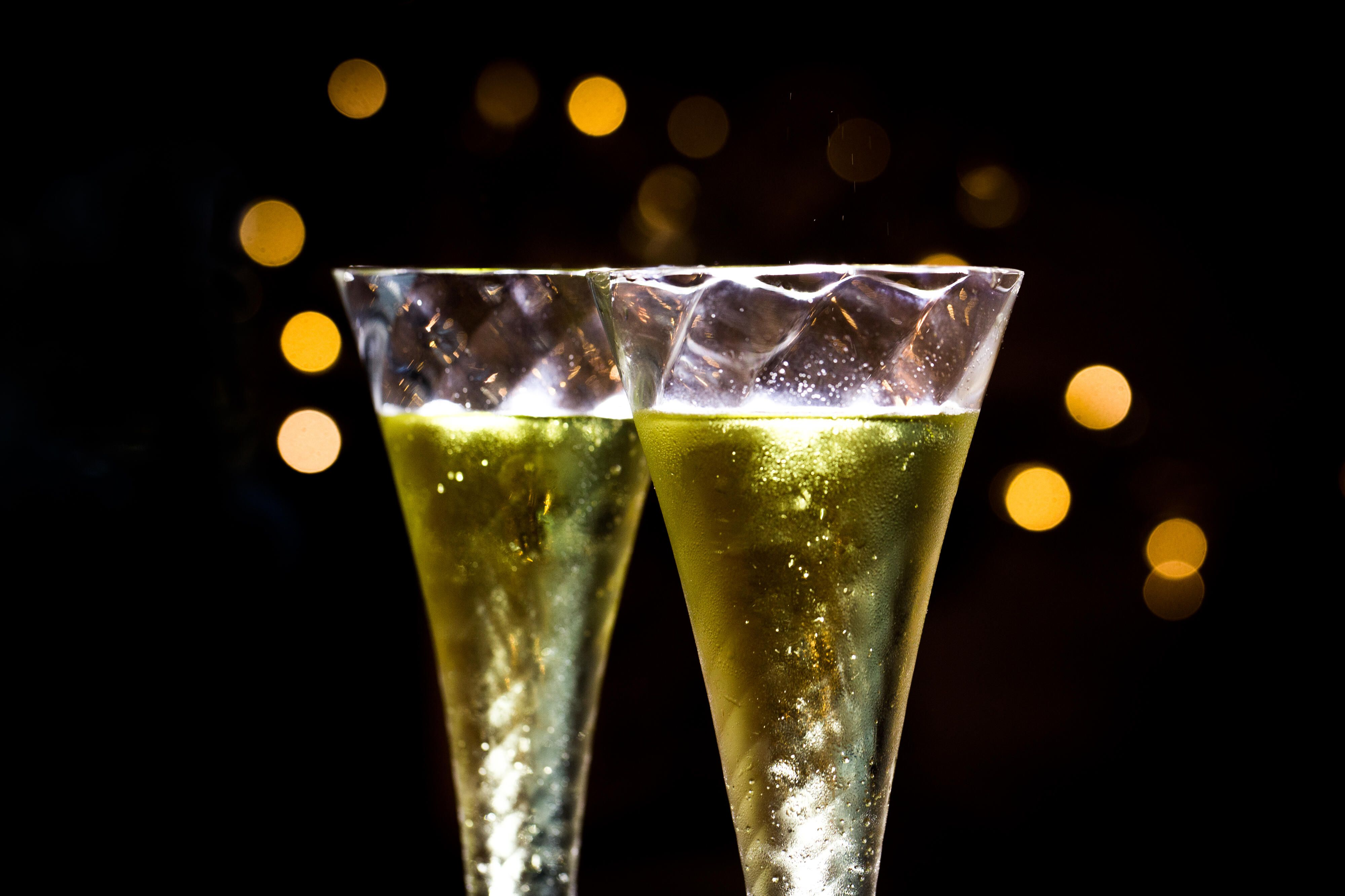 new-years-eve-champagne-flutes