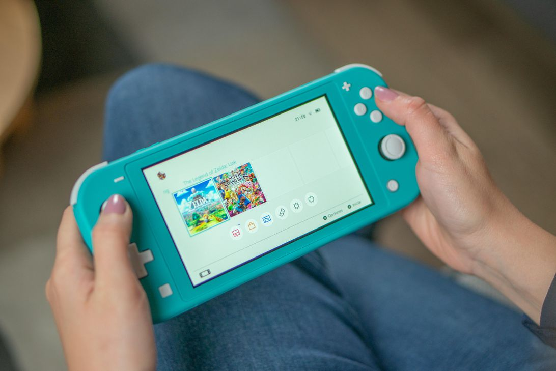 nintendo-switch-lite-1