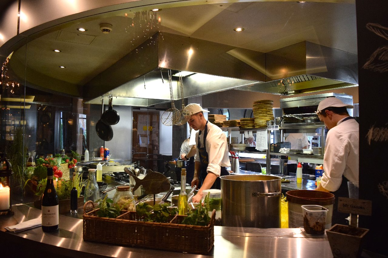 Open kitchen at Restaurant Farm