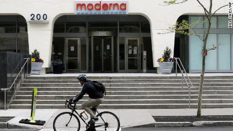 Moderna unveiled encouraging coronavirus vaccine results. Then top execs dumped nearly $30 million of stock
