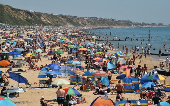 bouremouth beach packed