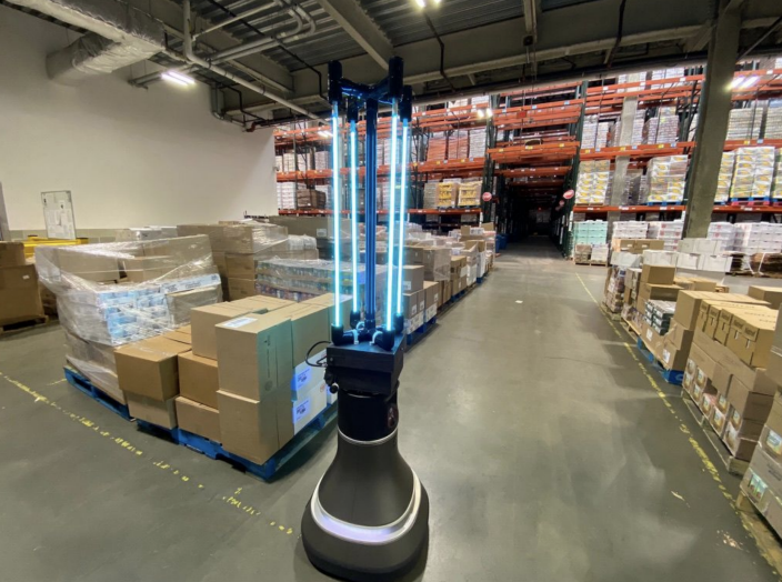 This robot can kill roughly 90% of COVID-19 on surfaces in a 4,000 square foot space in 30 minutes. (Courtesy: Alyssa Pierson, MIT CSAIL)