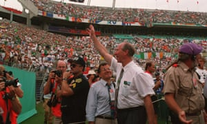 Jack Charlton waves to the fans at at the 1994 World Cup.