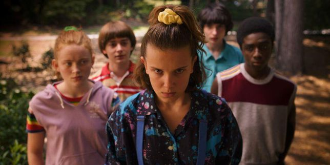 stranger-things-season-3-kids-eleven-scrunchie