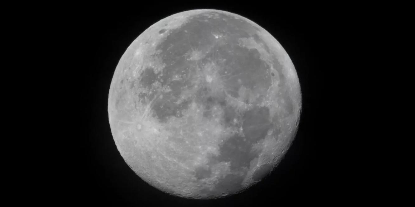 twitter-in-stream-wide-full-moon