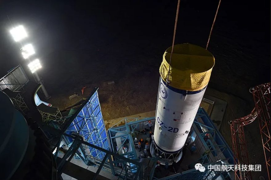 Stacking of the Long March 2D to launch the Gaofen-9 (05) satellite.