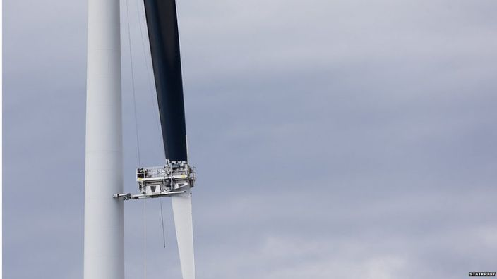 """Painting one of the blades on a turbine is believed to reduce """"motion smear"""", allowing birds to see the rotating blades"""