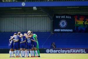 Chelsea players huddle.