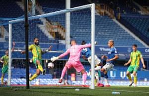 Everton's Dominic Calvert-Lewin back-heels the ball over the line.