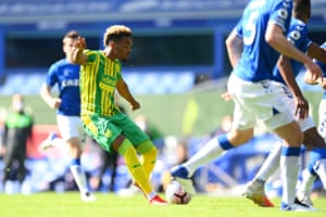 Everton's central defenders back off as Grady Diangana fires in the opening goal at Goodison.