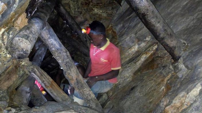 There have been many accidents in DR Congo's informal mines (file photo)