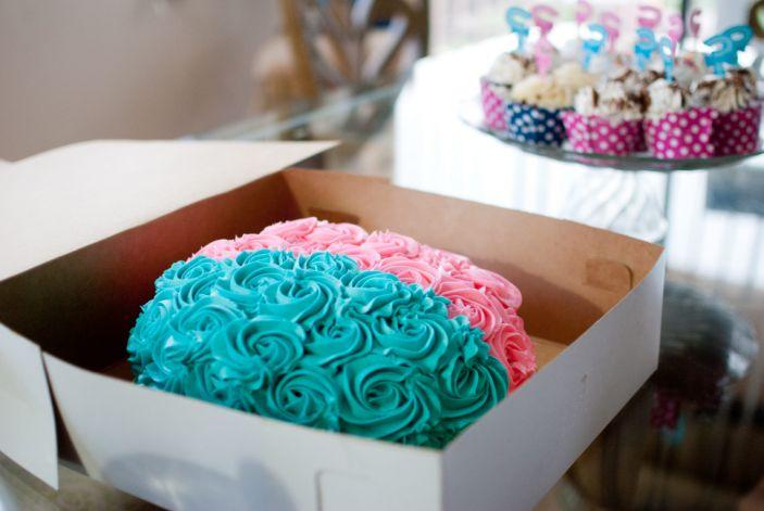 "A gender reveal cake. <p class=""copyright"">Getty/Jeneil S</p>"