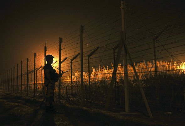 Indian troops patrol border with Pakistan