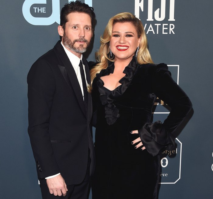 Kelly Clarkson Life Has Been a Dumpster Amid Divorce From Brandon