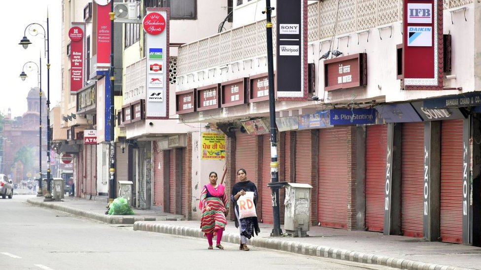 A view of closed shops near Goal Hatti Chowk during the weekend lockdown imposed on 6 September in Amritsar, Punjab.