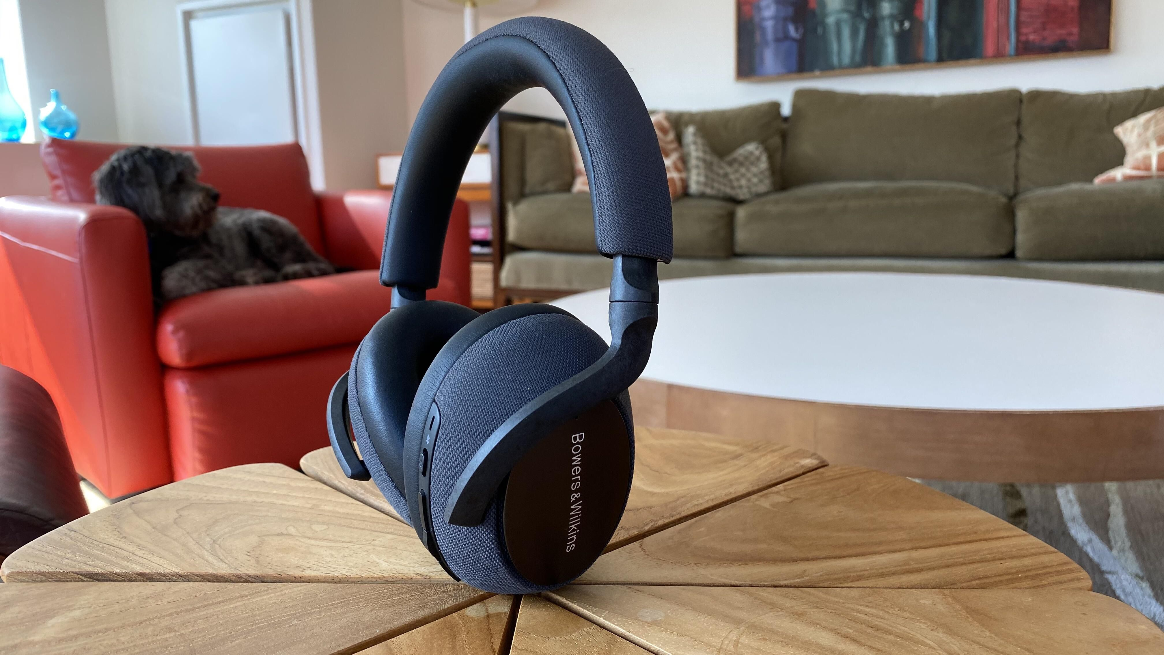 bowers-and-wilkins-px7-1