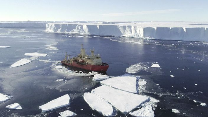 The icebreaker, the Nathaniel B Palmer, mapped more than 2,000 sq km of seafloor in front of the glacier