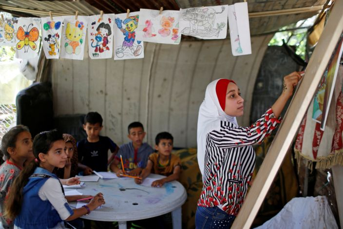 "A 13-year-old teaches neighborhood children during COVID-19 school closures in Gaza. <p class=""copyright"">Reuters</p>"