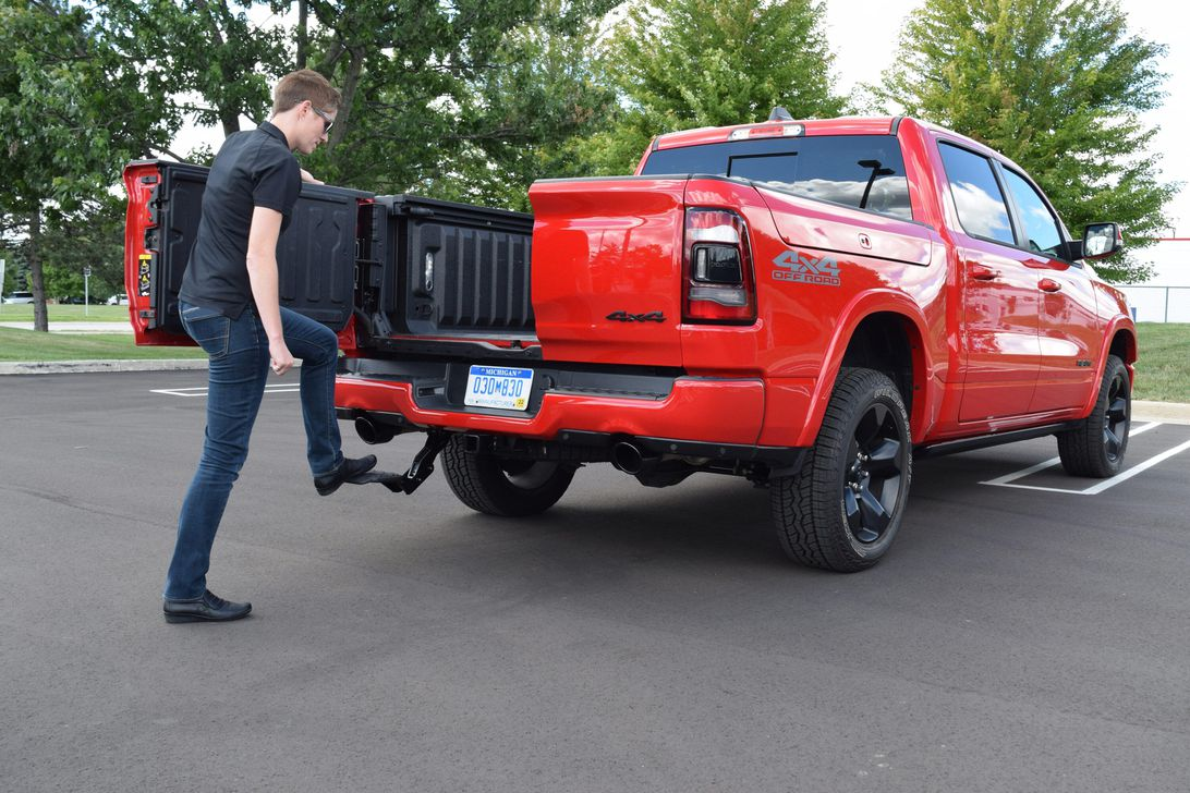 Ram Trucks Retractable Center-Mounted Step