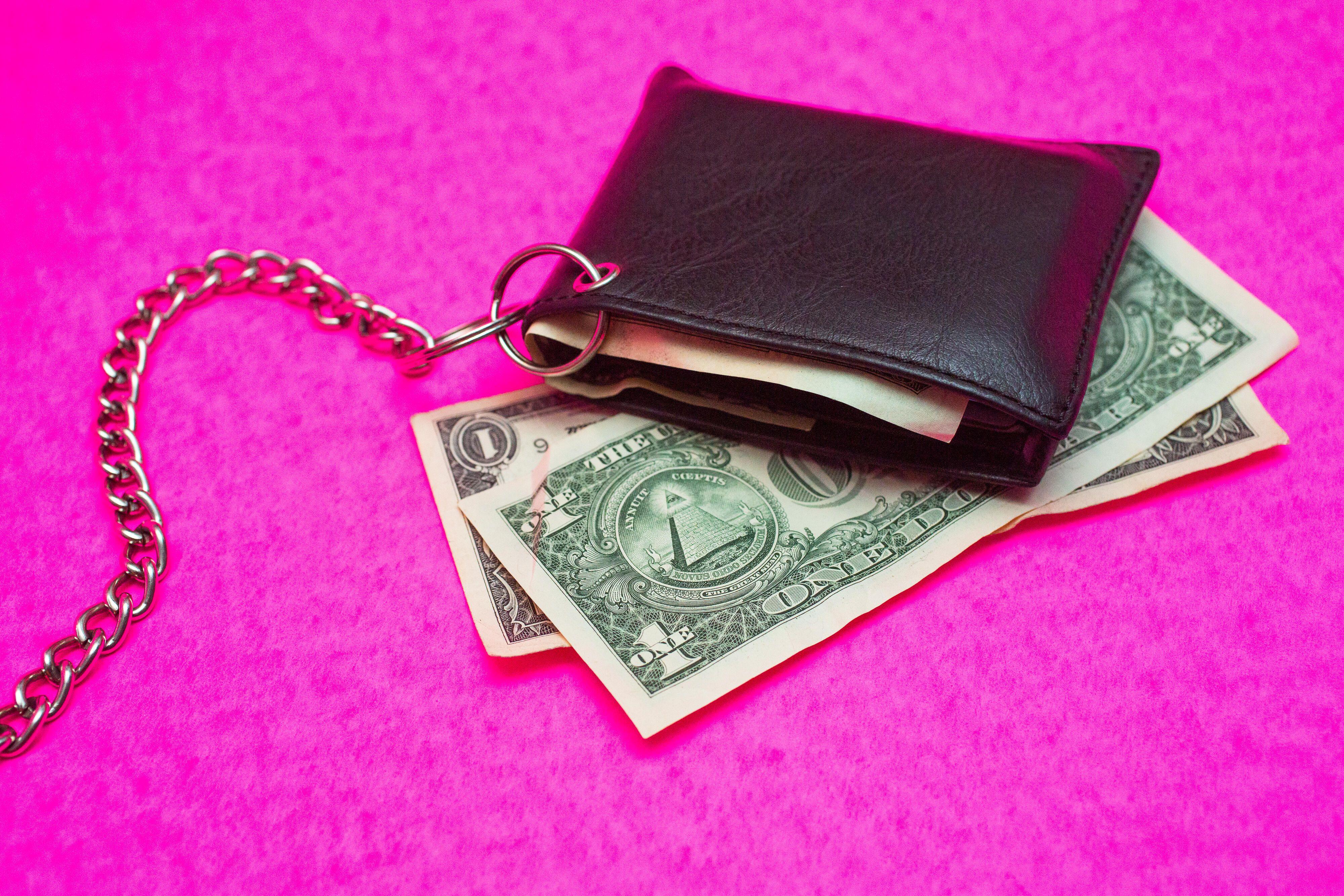 014-cash-stimulus-empty-wallet-economic-crisis-dollar-bill-currency-2020