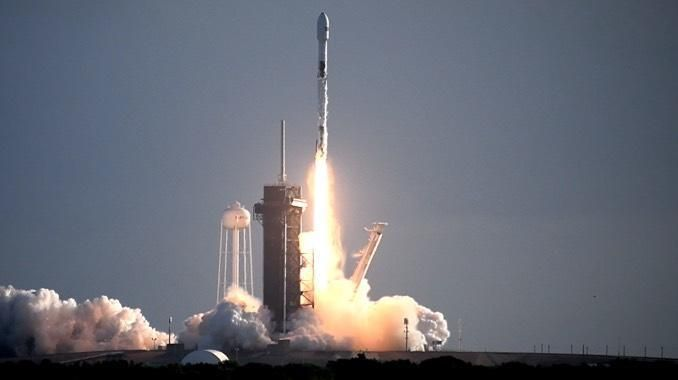 A SpaceX Falcon 9 rocket blasts off from historic pad 39A at the Kennedy Space Center early Sundayt carrying another 60 Starlink internet satellites to orbit. / Credit: William Harwood/CBS News