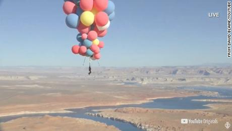 David Blaine successfully flies over the Arizona desert holding onto helium balloons