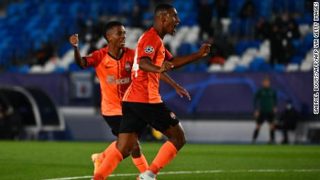 Tete celebrates after doubling Shakhtar's lead.
