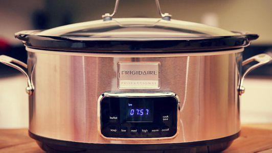 Frigidaire Professional 7-Quart Programmable Slow Cooker