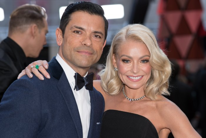 Kelly Ripa Speaks Out About Mark Consuelos' Penis Size After Tight Pants Photo